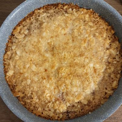 Proaspăt scoasă din cuptor. A se vedea crusta maronie-aurie de pe margine! Yummy!